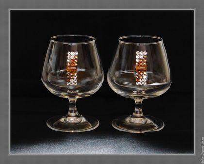 Бокалы 7147 `Тигровый глаз` (2 бокала 410 мл.) инкрустированы кристаллами из хрусталя  Preciosa (Чехия) диаметром 5мм , и кабошоном 8*15мм  (природный минерал `Тигровый глаз`).