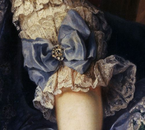 tiny-librarian:  Sleeve detail from a portrait of Archduchess Maria Josepha of Austria.Source