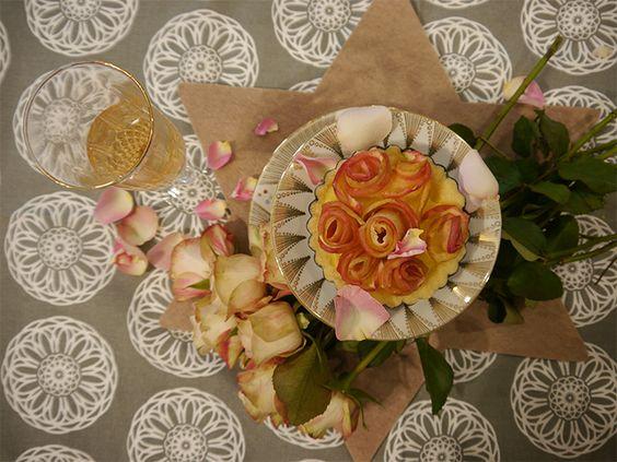 Apfelrosen sind Apfelringe, die kunstvoll zu Rosen aufgerollt werden. Wir zeigen Euch einen Hack, mit dem die Rosen aus Äpfeln ganz sicher gelingen.  bit.ly/1S7DoJx
