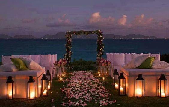Stunning Beach Wedding Ceremony Ideas: Beautiful Sunset Ceremony Location.