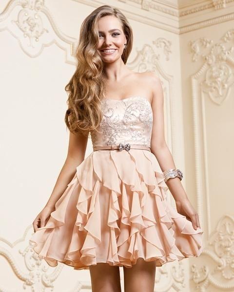 I love the ruffled skirt♥