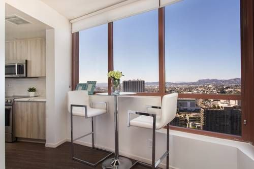 Walk In The Garden Relax On The Terrace A Downtown Los Angeles Penthouse Couples Apartment Downtown La Skyline