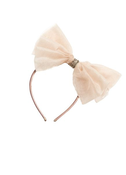 Fairy tale dreams come to life with this hair accessory that embodies the whimsy and wonder of a magical land far far away. Oversized and fabulously eye catchin