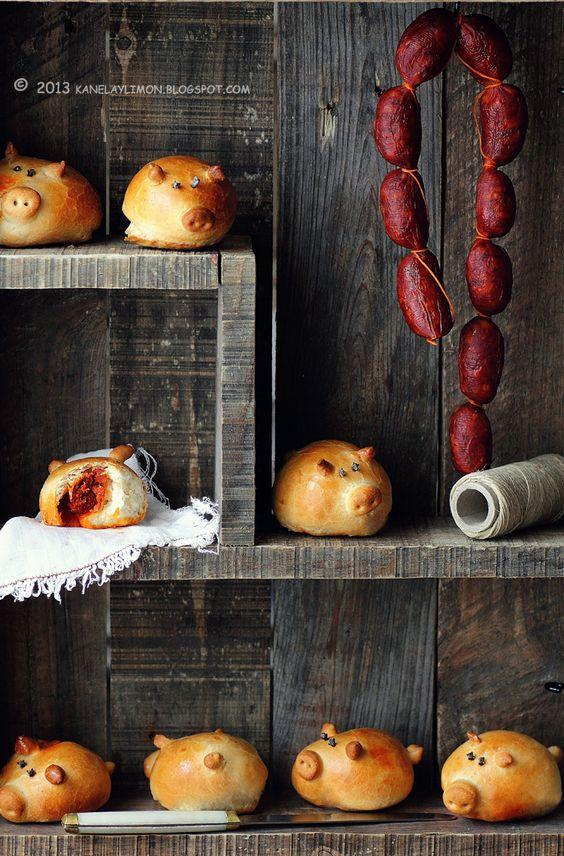 Kanela y Limón: Cerditos preñaos - chorizo in a pig moulded bread bun.  a twist on the humble sausage roll