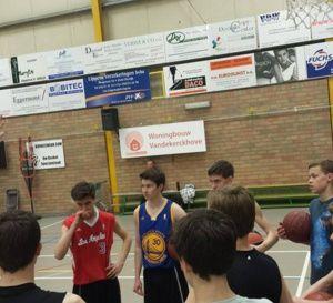 Scooore League: les pros du BC Oostende chez les jeunes de Zwevegem - vidéo