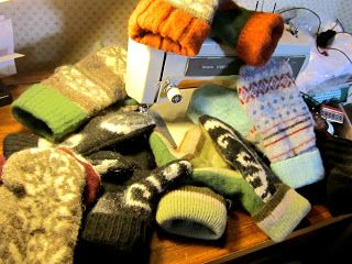 Art to the Extreme by Nicole: DIY: Mittens from Recycled Wool Sweaters