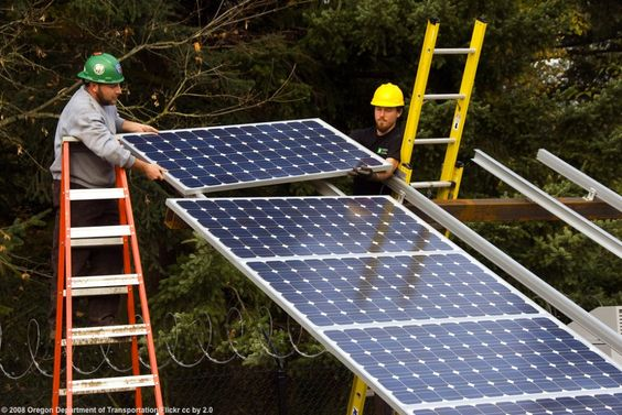 As Oil Jobs Dry Up Workers Turn To Solar Sector Solar Oregon House Solar Panel Installation
