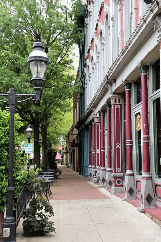 Paducah is a fun, charming little city that can easily be explored in a couple of days.  You should visit and see why it was named the World's 7th City of Crafts and Folk Art by UNESCO in 2013.  Here is a list of nine things you can and should do in Paducah.