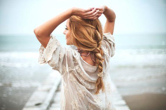 Penteados para usar na praia: 5 opções estilosas para copiar no verão