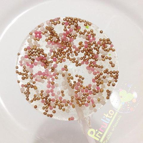 Pirulito rosa seco, branco ,dourado! Mais uma opção para vc ter em sua festa! #prirulito #aracaju #sergipe #enviamosparatodobrasil #pirulitosdecaramelo #pirulitos #pirulitosconfeitados #pirulitosdecorados #sparklelollipops #sparklelolipop #lolipops #lolipop #lollipop #lollipops #pirulitos  #festainfantil #festasinfantis  #festa #festas #festadecriança #Kids #kidsparty #festaespecial #love #cute #baby  #partyfavors