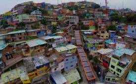 Un vuelo sobre las escaleras eléctricas de barrio, las únicas en el mundo