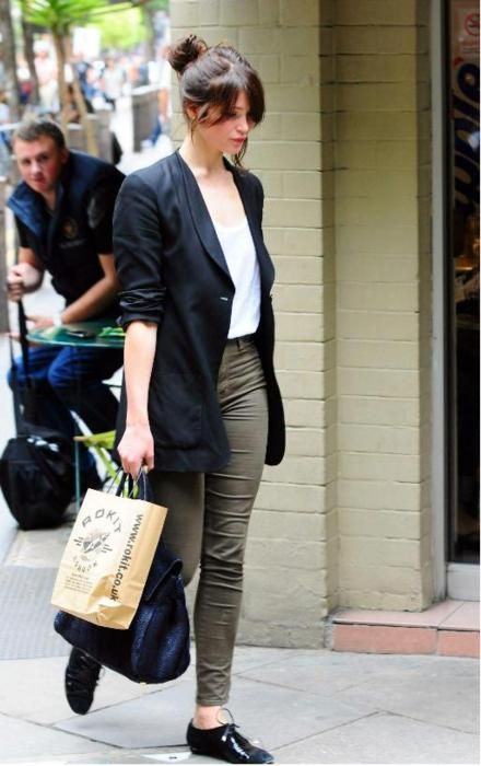 i really like this outfit of Gemma Arterton's. :D