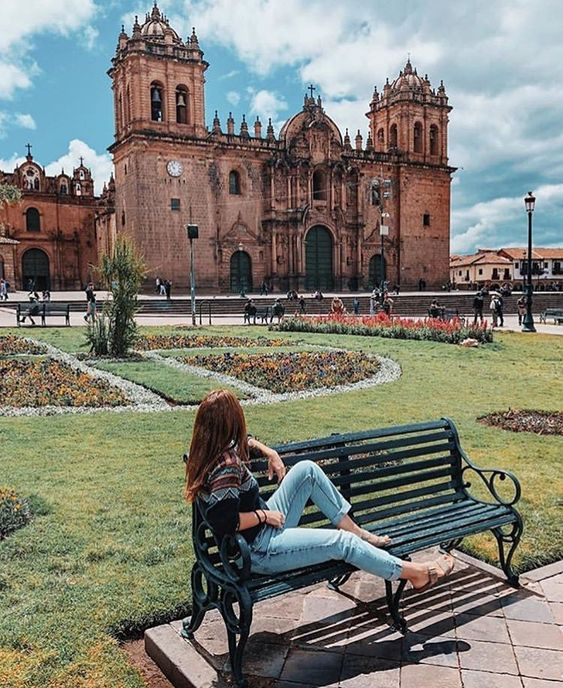 Enjoy the view of Cusco Main Square. ⛰🇵🇪 #CuscoCity . . . . 📸 @traveloveroma 👏 #Cusco #Peru #Machupicchu #rainbowmountain #TheAndes #llama…