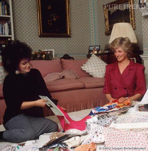 Lady Diana et la créatrice Elizabeth Emanuel en 1986.
