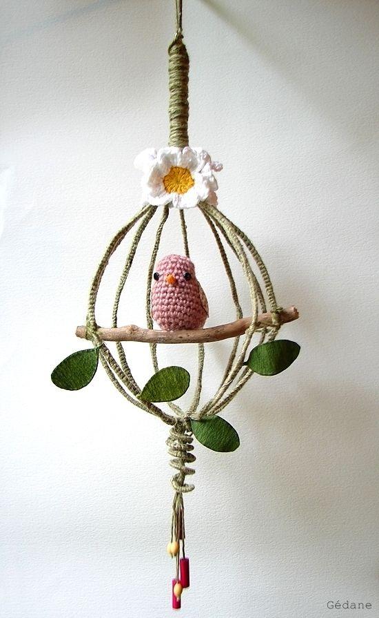 Un fouet de cuisine transformé en cage ouverte pour piou au crochet - By Gedane