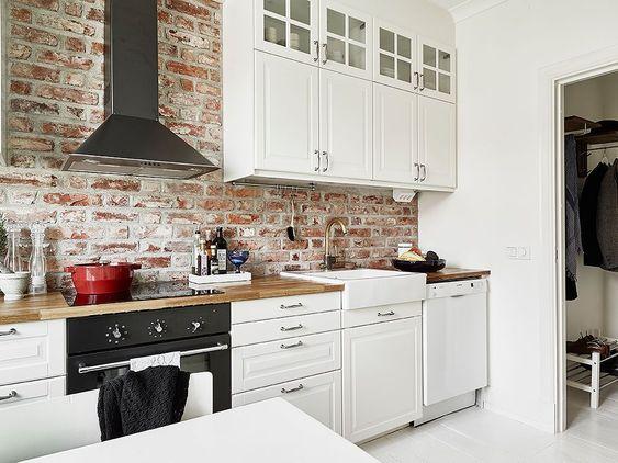 Resultado de imagen de cocina negra con ladrillos