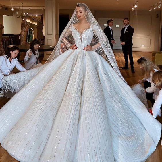It takes a village for this Swoon-Worthy Moment!  _ Dress Designer @valdrinsahitiofficial  #WeddingDigest #WeddingDigestNaija