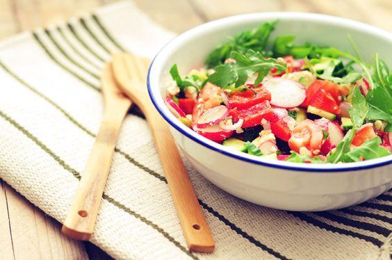 Een verrukkelijke en super gezonde salade met radijs. Lekker fris, knapperig en met veel groentes!