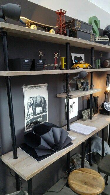 Jongenskamer met bureau van steigerhout meubel inspiratie pinterest bureaus met en interieur - Jongens kamer decoratie ideeen ...