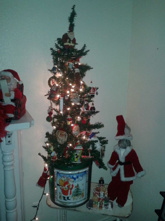 Santa Tree in my sewing room. Http//:myjourneyback-thejourneyback.blogspot.com: