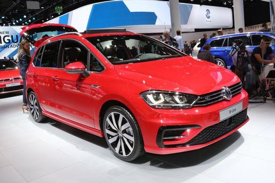 Der #VW #Golf #Sportsvan wird sportlicher. Mit dem R-Line-Exterieur-Paket bekommt der Golf Sportsvan neu designte Stoßfänger mit Lüftungsgittern und Chrom-Elementen (vorn) im R-Line-Design sowie #RLine spezifische Lufteinlässe. Im Heckbereich ist zudem ein Diffusor im R-Line-Design integriert. #fabiankreher