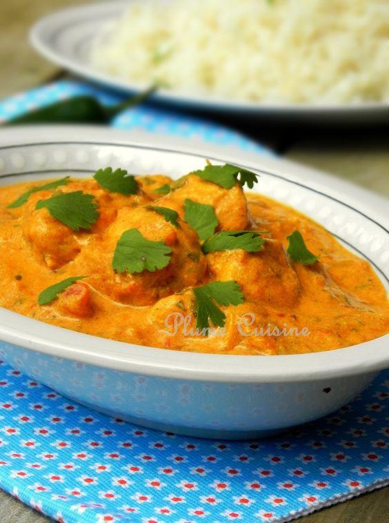 Poulet au curry ★ 1 kilo poulet + 1 oignon + 3 gousses d'ail + 1 c.à.s gingembre + 1 c.à.s curry en poudre + 1 c.à.c cumin moulu + 1 c.à.c curcuma + 1 c.à.c. coriandre moulue + 1 c.à.c piment de Cayenne + 1 c.à.s. d'eau + 4 tomates en purée + 250 mL yaourt + 2 c.à.s coriandre fraîche hachée + 120 mL eau + 1 c.à.c. garam masala + 1 c.à.s. jus de citron