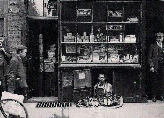 più piccolo negozio di Londra: un venditore di scarpe con un negozio di scarpe…