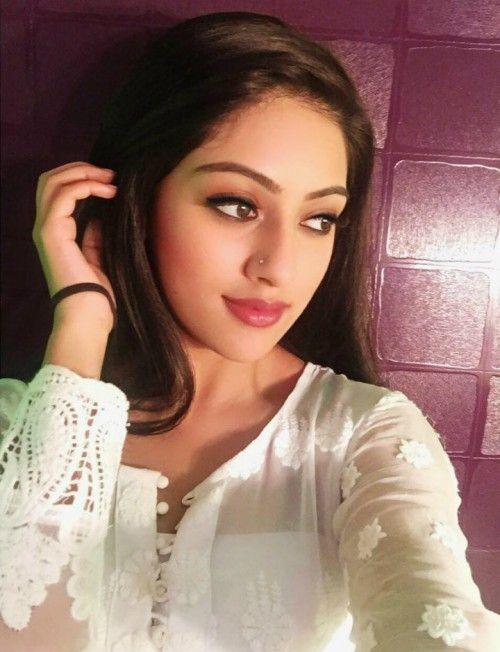 Hero Heroine Wallpaper Download Majnu Heroine Photos Hd Indian Long Hair Braid Beautiful Indian Actress Beautiful Bollywood Actress