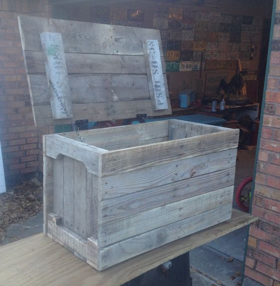 Pallet toy boxes toy boxes and coffee box on pinterest for Toy pallets