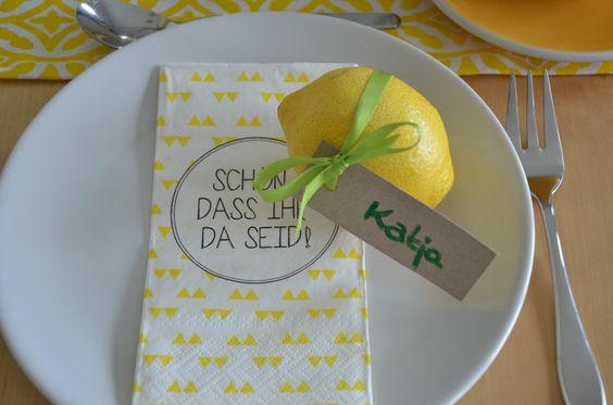 Sommerdeko mit Zitronen-Platzkärtchen