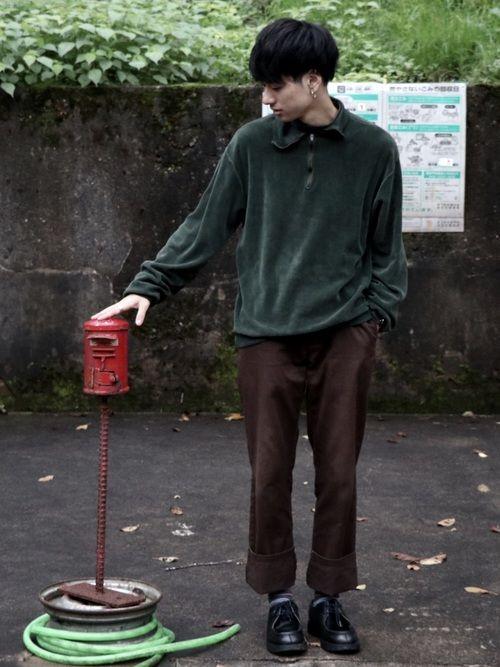 アースカラーでまとめたコーデの成田凌のかっこいい高画質画像