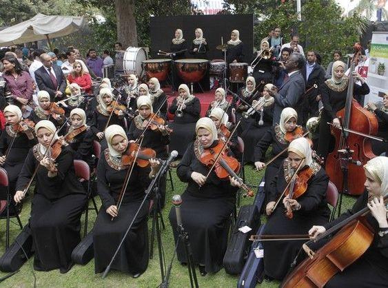 Η πρώτη ορχήστρα τυφλών γυναικών στον κόσμο παίζει μουσική στο σκοτάδι κι όλα γίνονται φως | Like this lady | Ladylike.gr