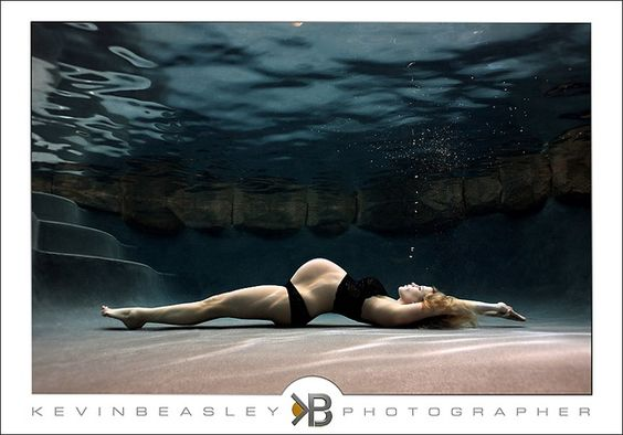Just when I thought I had seen every variation possible for maternity posing...i saw this. maternity-and-baby-photo-ideas: Underwater Maternity, Photography Maternity, Pregnancy Photos, Maternity Photos, Maternity Pics, Maternity Pictures, Maternity Photography, Pregnancy Photography, Underwater Photography