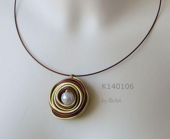 Edler Anhänger in gold/braun, Perle perlmutt von IlkArt auf DaWanda.com