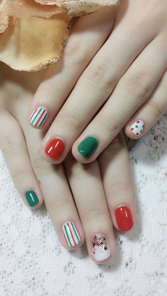 Christmas nails 2013 (Nail designs courtesy of Winnie at Butterfly nail salon in Taipei, Taiwan):