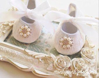 Zapatos de cuna de niña bebé blanco con diamantes de por mintypinky