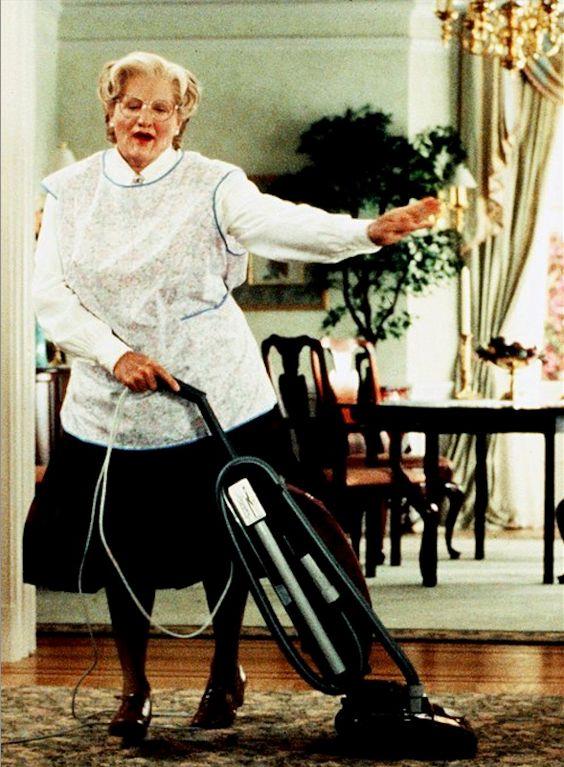 Mrs Doubtfire Saugen Hausarbeit Kabel Dyson Akkusauger v10