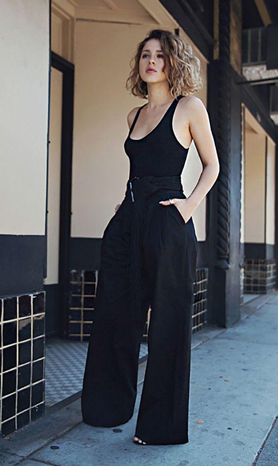 Bodysuit com calça pantalona em look total black: