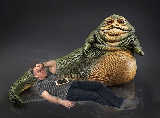BOM HUMOR :) / Esse Executivo adormeceu no trabalho e seus funcionários o levou a muitas aventuras através do Photoshop | +MMS