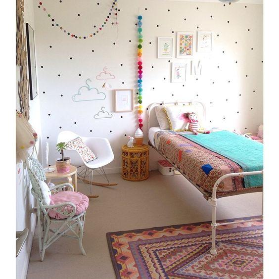 Chambre d enfants en noir et blanc pois triangles for Peinture triangle chambre