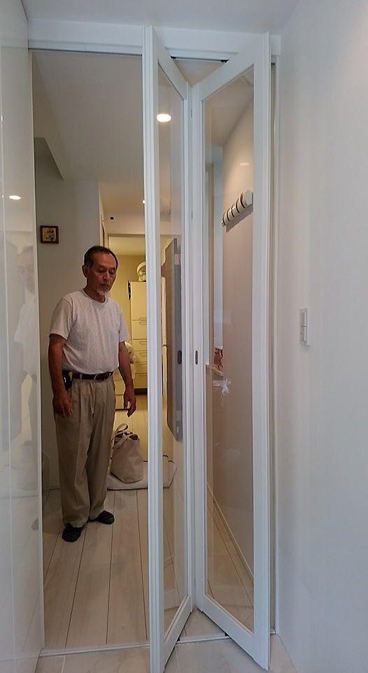 猫や犬のペットの脱走防止に玄関にドア 折れ戸 の取付事例 東京都