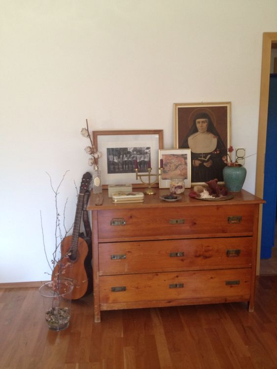 #nonne #kommode #vollholz #antiquität # Gitarre #äste