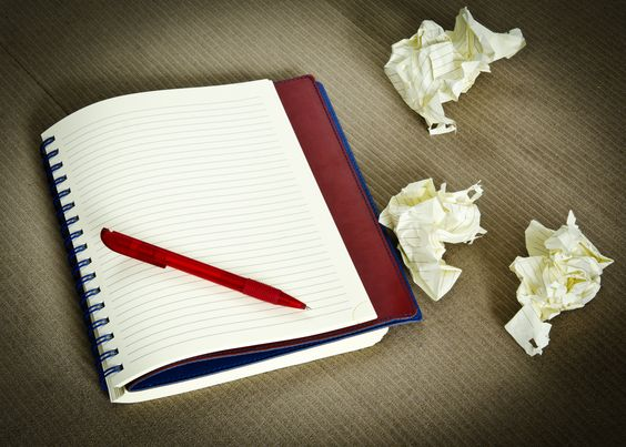 Seniors, how go your essays? If you're struggling a little, we have an exercise we've found to be particularly effective for students whether they're just starting or working on that fourth or fifth supplement! It's one of our favorite writing prompts and one we often use when working with students in essay workshops: making a list.