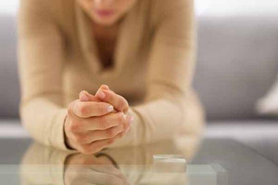 Si sientes miedo, es porque algo te inquieta. ¿Para qué convertir el asunto en uno problemas? Reconoce que tienes miedo, al igual que posees dos manos