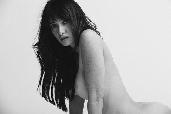 """Sara Malakul Lane : Melhor foto indiscutível na minha opinião , geralmente uso como papel de parede no Celular . ( mesmo umas mulheres não gostando nem um pouco como a """" A """" ... Te amo Agatha ) ."""