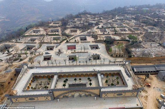 Τα απίστευτα σπίτια σε σπηλιά της Κίνας