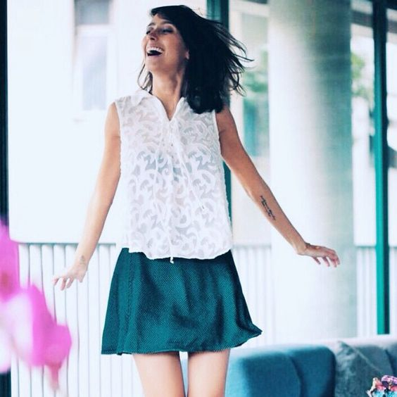 Nada melhor do que começar a semana de bom humor e rindo a toa, como a blogger @fmonfrinatti. Quem concorda? Feliz segunda-feira! #estiloTovah #ootd #lookdodia #looktovah