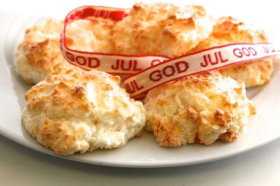 Norwegian Christmas Cookie Recipe: Norwegian Coconut Macaroons – Norsk Kokosmakroner