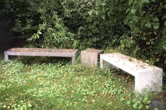 Bank und Hocker im Garten, können problemlos der Witterung standhalten