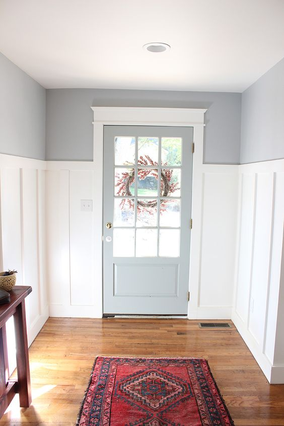 From Blue to Gray Entryway - thewhitebuffalostylingco.com Benjamin Moore Silver Lake. #benjaminmooresilverlake